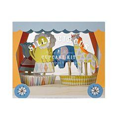 La caravane du cirque s'invite chez vous avec toute sa ménagerie ! Otarie, lion, girafe et éléphant sont au grand complet pour un anniversaire mémorable.Ensemble à petits gâteaux Silly Circus.D: 14,5 x 12,5 x 7,5 cm. 24 moules et 24 pics animaux.   13,50 € http://www.lafolleadresse.com/un-air-de-fete-/2817-24-moules-et-24-pics-silly-circus.html