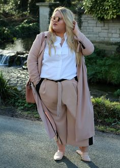 Finally, A Book Dedicated To Diverse Plus-Size Street Style Source by CarolSmalltheRealtor size street style Fat Fashion, Curvy Fashion, Look Fashion, Fashion Outfits, Plus Fashion, Urban Outfits, Fashion Photo, Womens Fashion, Look Plus Size