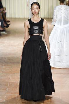 Alberta Ferretti Spring 2017 Ready-to-Wear Fashion Show - Huan Zhou