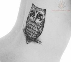 black owl tattoo - Google zoeken - Dit vind ik kunst omdat iemand eigenlijk gewoon met de hand iets tekent en dat ziet er vaak prachtig uit. Deze is mooi omdat hij heel erg in detail getekend is.