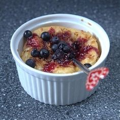 Semolina pudding for breakfast or dessert Semolina Recipe, Semolina Pudding, Easy Pudding Recipes, Diet Recipes, Yummy Treats, Blueberry, Caramel, Oatmeal, Lunch