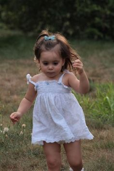 Happy Little 'Darien' dashing along her way...  Cookie  :)