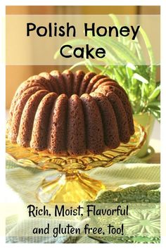 Polish Honey Cake: a Taste of Poland Polish Honey Cake is moist and springy, with a great honey flavour. It keeps well, and works beautifully with gluten free flour, too. Gluten Free Diet Plan, Gluten Free Baking, Gluten Free Desserts, Gluten Free Recipes, Russian Honey Cake, Ukrainian Recipes, Nutritious Snacks, Honey Recipes, Polish Recipes