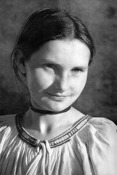 Dievčatko z Gemera, Slovakia Folk Embroidery, Album, Folk Costume, Beautiful Women, Beautiful Things, Ethnic Fashion, Ukraine, Decoupage, People