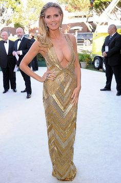 Heidi Klum auf den Oscars Tiefes Dekoleté und offene Haare zur Seite gelegt Ms Glanville, was on the verge of slipping out of her plunging frock, which she designed herself under her Brand B fashion label, as she arrived at the Dolby Theatre in Hollywood. Best Oscar Dresses, Dresses 2013, Nice Dresses, Heidi Klum, B Fashion, Art Deco Fashion, Oscars Worst Dressed, Kelly Rowland, Art Deco Stil