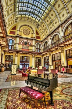 Union Station Hotel, Nashville, Tennessee - a railway station in 1900 and now a hotel  #placestogothingstosee