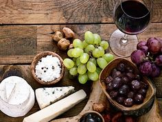 An easy guide to wine and food pairing. Cheese Pairings, Fresh Fruit, Wine Recipes, Wines, Yummy Food, Wellness, Food Pairing, Perfect Match, Crackers