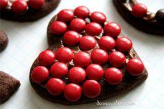 candy valentingecookies by dennasideas.com , red M&Ms cookies for Valentine's Day, galletas para el Dia de San Valentin