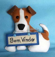 Feito pequeno, com cerca de 15 cm, para ser colocado em um enfeite de porta feito pela cliente.    O cachorrinho da raça Jack Russell, r...
