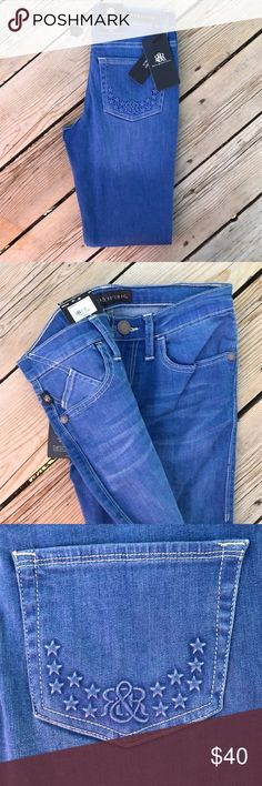 "NWT Rock & Republic Jeans Skinny Berlin -- Size 4 Size 4, inseam is 31"" and the leg opening measures 5 1/2"". Low rise, slim fit through hip and thigh, and skinny leg fit and opening. Skinny Berlin fit. Rock & Republic Jeans Skinny"