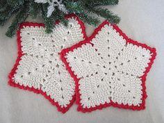 Christmas Star Dishcloths .. pattern here  : http://www.bestfreecrochet.com/2011/10/13/286-christmas-star-crochet-dishcloth-maggie-weldon-maggies-crochet/