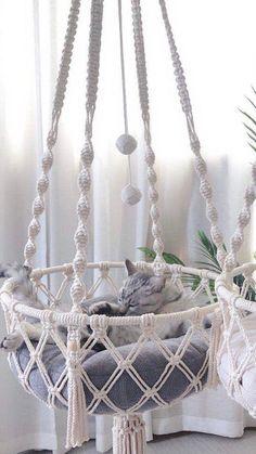 Macrame Art, Macrame Design, Macrame Projects, Macrame Jewelry, Lit Chat Diy, Diy Cat Bed, Pet Hammock, Cat Room, Macrame Plant Hangers