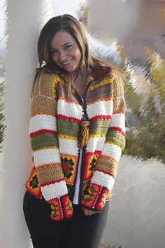 """Saco """" Gerbera""""  Realizada en lana. Técnica crochet, prendida con un broche.  Cada tejido es único y realizado a medida del cliente."""