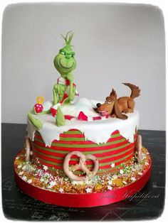 Grinch by Jitka Christmas Birthday Cake, Grinch Christmas Party, Christmas Snacks, Christmas Baking, Grinch Party, Christmas Costumes, Grinch Cake, Christmas Cake Designs, Grinch Cookies