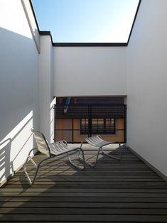 Tiny roof terrace of Loft Twins in Milan by Frederico Delrosso Architects Attic House, Attic Closet, Attic Playroom, Attic Wardrobe, Attic Library, Attic Office, Attic Renovation, Attic Remodel, Acacia Wood Flooring