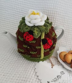 Classic Roase Tea Cosy Knitting pattern by T Bee Cosy Tea Cosy Knitting Pattern, Kids Knitting Patterns, Knitting For Kids, Double Knitting, Crochet Patterns, Knitting Club, Knitting Yarn, Craft Fair Displays, Tea Cozy