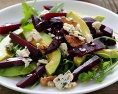 Salade hivernale d'avocat, betterave, roquefort et noix : http://www.fourchette-et-bikini.fr/recettes/recettes-minceur/salade-hivernale-davocat-betterave-roquefort-et-noix.html