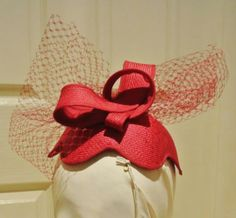 Fascinator made from vintage parisisal straw, silk organza and vintage veiling.