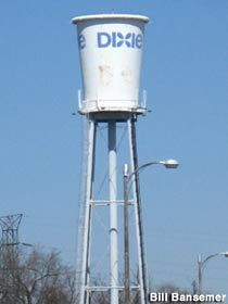 Dixie Cup Water Tower in Lexington Kentucky