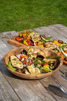 Grilled vegetables on the barbecue Bbq Burger, Grilled Vegetables, Veggies, Kamado Bbq, Bbq Desserts, Classic Salad, Wood Stove Cooking, Birthday Bbq, Vegetarian Recipes