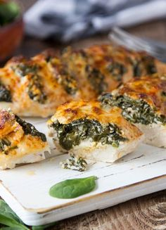 Spinach and Goat Cheese Hasselback Chicken Goat Cheese Stuffed Chicken, Spinach Stuffed Mushrooms, Pollo Alfredo, Hasselback Chicken, Baked Chicken, Cooking Recipes, Healthy Recipes, Easy Chicken Recipes, Healthy Eating