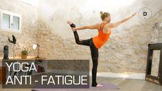 Suivez Sandrine Bridoux, professeur de Yoga, dans cette séance de Yoga anti-fatigue. Vous allez vous détendre et retrouver de l'énergie!