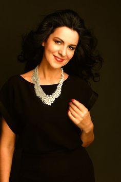 Angela Gheorghiu is a Romanian opera singer and one of the most famous… Paris Opera House, Vienna State Opera, Divas, Church Music, Metropolitan Opera, Famous Singers, Opera Singers, Famous Faces, Classical Music