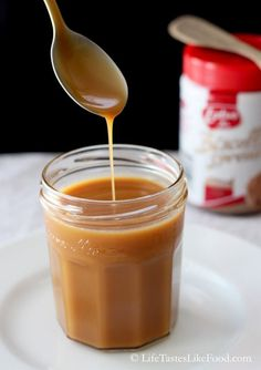 Biscoff Caramel Sauce, great on ice cream, for the ultimate, pour over Biscoff Apple Crisp a la mode! Biscoff Cookie Butter, Biscoff Cookies, Butter Cookies Recipe, Biscoff Recipes, Caramel Recipes, Dessert Sauces, Dessert Recipes, Cake Recipes, Dips