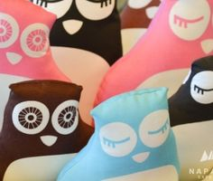 """Owls by PaaPii Design. Check our blog post about design & handicrafts addresses in Rovaniemi, Lapland. 5 bonnes adresses pour du shopping """"Design et artisanat"""" à Rovaniemi en Laponie. Photo: Nina Kostamo."""