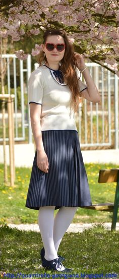 Vintage navy outfit under cherry blossom trees | hanami | Czech fashion blog | Georgiana Quaint | secondhand skirt | vintage top | F&F shoes | Calzedonia tights | See more photos: http://quaintrelle-georgiana.blogspot.cz/2017/05/vintage-navy-outfit-ootd.html | ootd