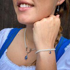 Perfekt zum Dirndl! 💙 Unsere Perlenkette mit Hirschgeweih und Tropfen sowie die passenden Ohrringe und das Armband machen unseren Trachtenlook vollkommen.☀️ #dirndl #trachtenkette #trachtig #trachtenschmuck #fasion #mode #nature #hirsch #geweih #bavaria #bavariagirls #blau #sommer #machtigtrachtig # #austria #walzburg #dirndlliebe Chokers, Fasion, Jewelry, Woman, Fashion Styles, Deer Horns, Handmade Jewellery, Fossils, String Of Pearls
