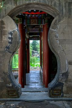 (via Interesting doorway | Flickr - Photo Sharing!)   All things China