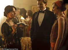Downton Abbey - Lady Edith Crawley and Michael Gregson with Virginia Woolf Downton Abbey Characters, Downton Abbey Series, Edith Crawley, Laura Carmichael, Bloomsbury Group, Lady Mary, Bohemian Lifestyle, Virginia Woolf, Flapper Style
