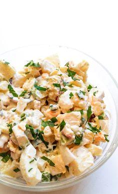 odchudzona ale jednocześnie pełna smaku ziemniaczana sałatka z jajkiem i awokado to hit każdego przyjęcia. Wykorzystasz w niej ugotowane ziemniaki z obiadu.
