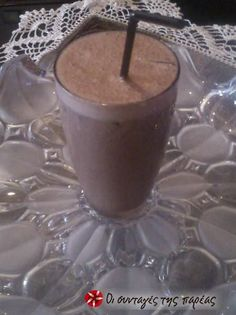 Ρόφημα smoothie σοκολάτα-μπανάνα #sintagespareas Cookbook Recipes, Cooking Recipes, Cocktails, Drinks, Hot Chocolate, Food Processor Recipes, Smoothies, Panna Cotta, Recipies