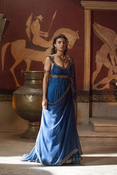 Aiysha Hart as Ariadne in Atlantis . love all her costumes and especially all the blue colours! Historical Costume, Historical Clothing, Atlantis, Greek Dress, Greek Goddess Dress, Roman Dress, Greek Fashion, Roman Fashion, Greek Clothing