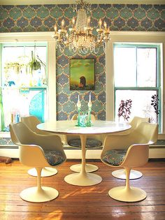 Retro Dining Room - Minimalist Home Design Dining Room Inspiration, Interior Inspiration, Retro Dining Rooms, Dining Set, Dining Table, Tulip Table, Tulip Chair, Sweet Home, Interior Decorating