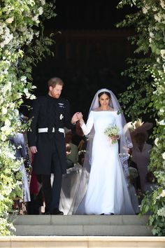Before sharing their first kiss, Prince Harry presented his new wife, the Duchess of Sussex, on the stairs outside the chapel.