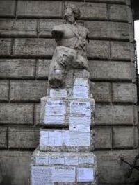 Fuoriporta in fiorentino significa fuori della città, qua sono raccolti posti o argomenti che non trattano di Firenze, oggi Pasquino.