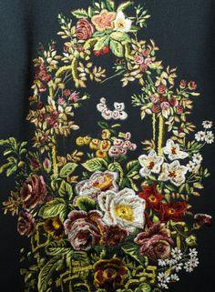 Dolce&Gabbana Fall Winter 2014 - 2015 Women Fashion Show Dresses Details - Flowers embroidered Wool Dress -