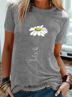 Fashionable Simple Flower Print Short Sleeve Casual T-shirt Online - NewChic Mode Hippie, Shirt Bluse, Maxi Robes, T Shirts For Women, Clothes For Women, Casual T Shirts, Casual Tops, Printed Shorts, Tshirts Online