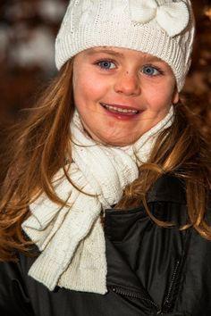Dit prachtige setje bestaande uit een #muts en #shawl moet je gewoon hebben. Uitgevoerd in prachtig beige met strikje op het mutsje. Bekijk hier het setje: http://www.ikbenzomooi-baby-kinderen-kleding.nl/dj-dutchjeans-setje-sjaal-en-muts-feel-good.html