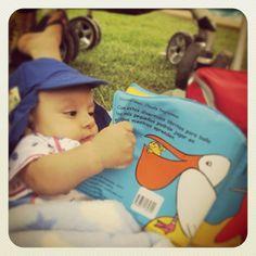 Angelito y su amor por los libros desde pequeño <3 #duocalonsoovalle #bookselfieduocuc #diadellibroduocu