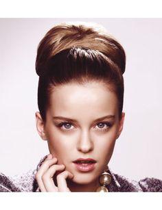 Moño años 50 para nochevieja. #hairstyle #Navidad