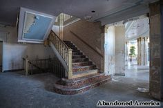 Abandoned Hotel Niagara - Matthew Christopher's Abandoned America