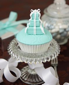my very favorite cupcake...Tiffany blue boxes icing and white cake...um..um...good...