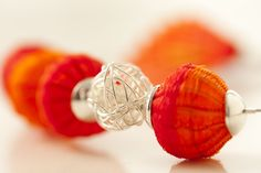 Detalle de joya en plata y piezas de crin. Diseño de Monoco, para tienda Ají, Diseño Imprescindible. www.tiendaaji.cl