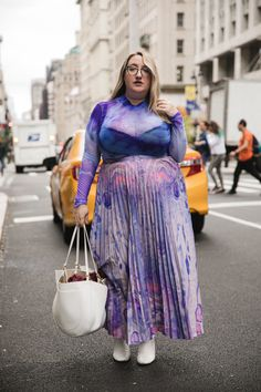 InStyle is back with its Fashion Week street style gallery exclusively dedicated to plus-size women. Fat Fashion, Curvy Fashion, New York Fashion, Plus Size Fashion, High Fashion, Fashion Outfits, Lgbt, Curvy Street Style, Mode Plus