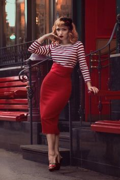 Super high-waisted pencil skirt + stripes