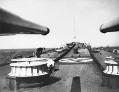 """View of the bow of the German heavy cruiser """"Blücher"""" on the way to Norway. In the foreground is a 203 mm main caliber gun. Date: Source: waralbum. Military Units, Military History, Fiordo De Oslo, Capital Of Norway, Heavy Cruiser, Merchant Marine, National Archives, Second World, Battleship"""